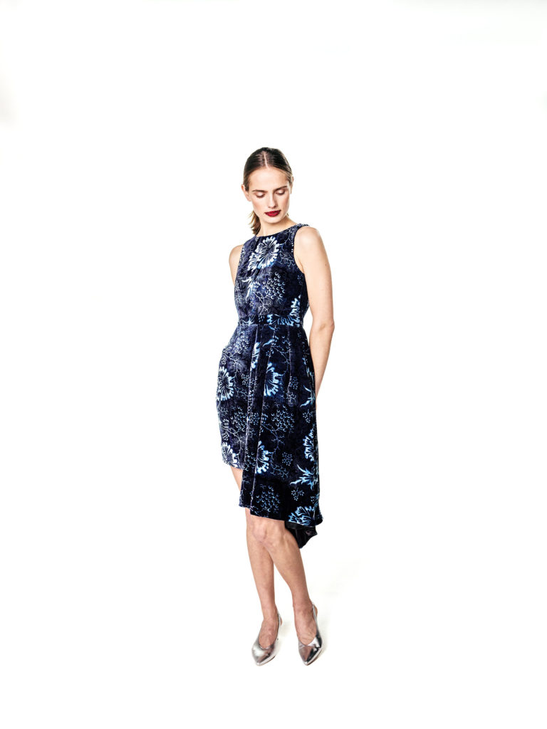 Foto vom Kleid im traditionellen Blaudruck-Stil